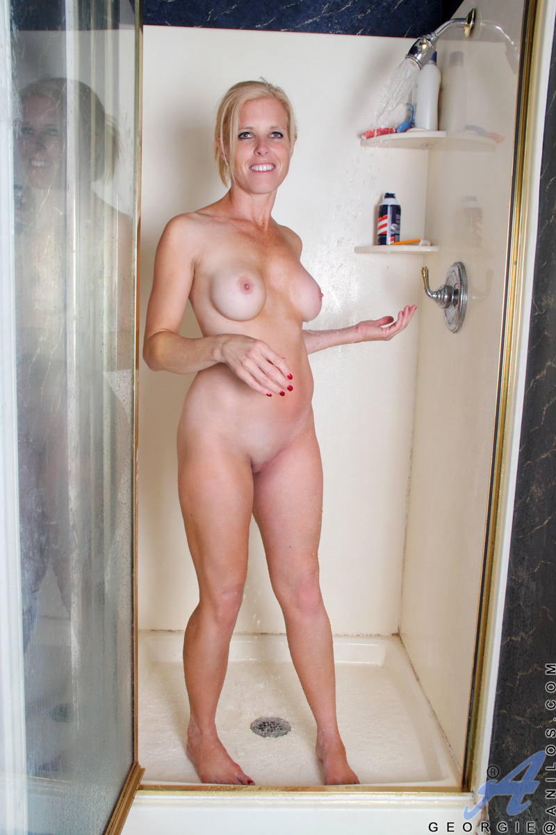 carrie-mom-shaving-nude-curvy-milf-nude